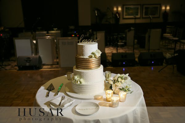 Posted by Elysia Root Cakes - A Caterer professional