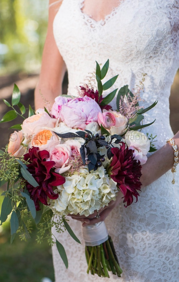 fall wedding; white blush and burgundy flowers; romantic wedding