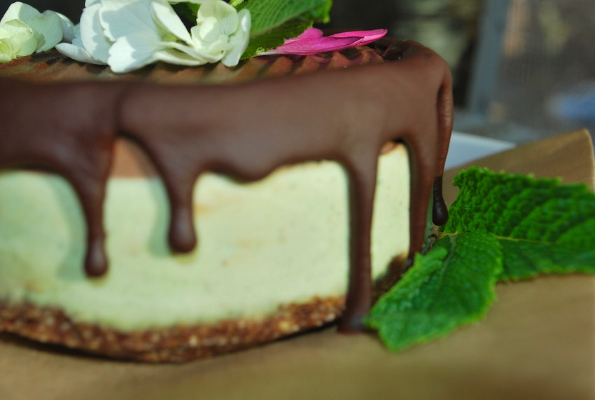 Mint Chocolate Mousse Cake. Infused or Non-Infused (CBD ONLY). Organic, nutrient-dense and incredibly satisfying. Perfect for your next celebration of life, love or just because cake is amazing.