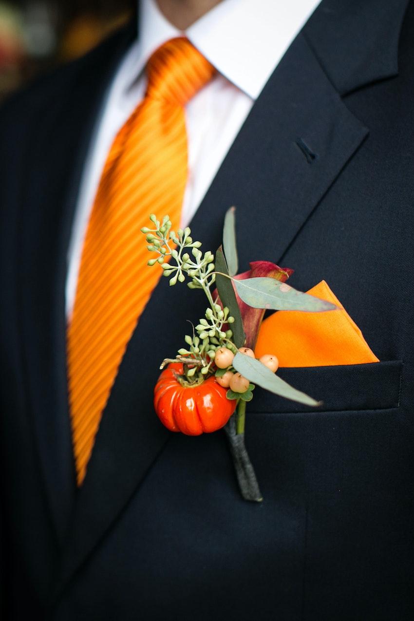 groomsmen details, pumpkin boutonnière