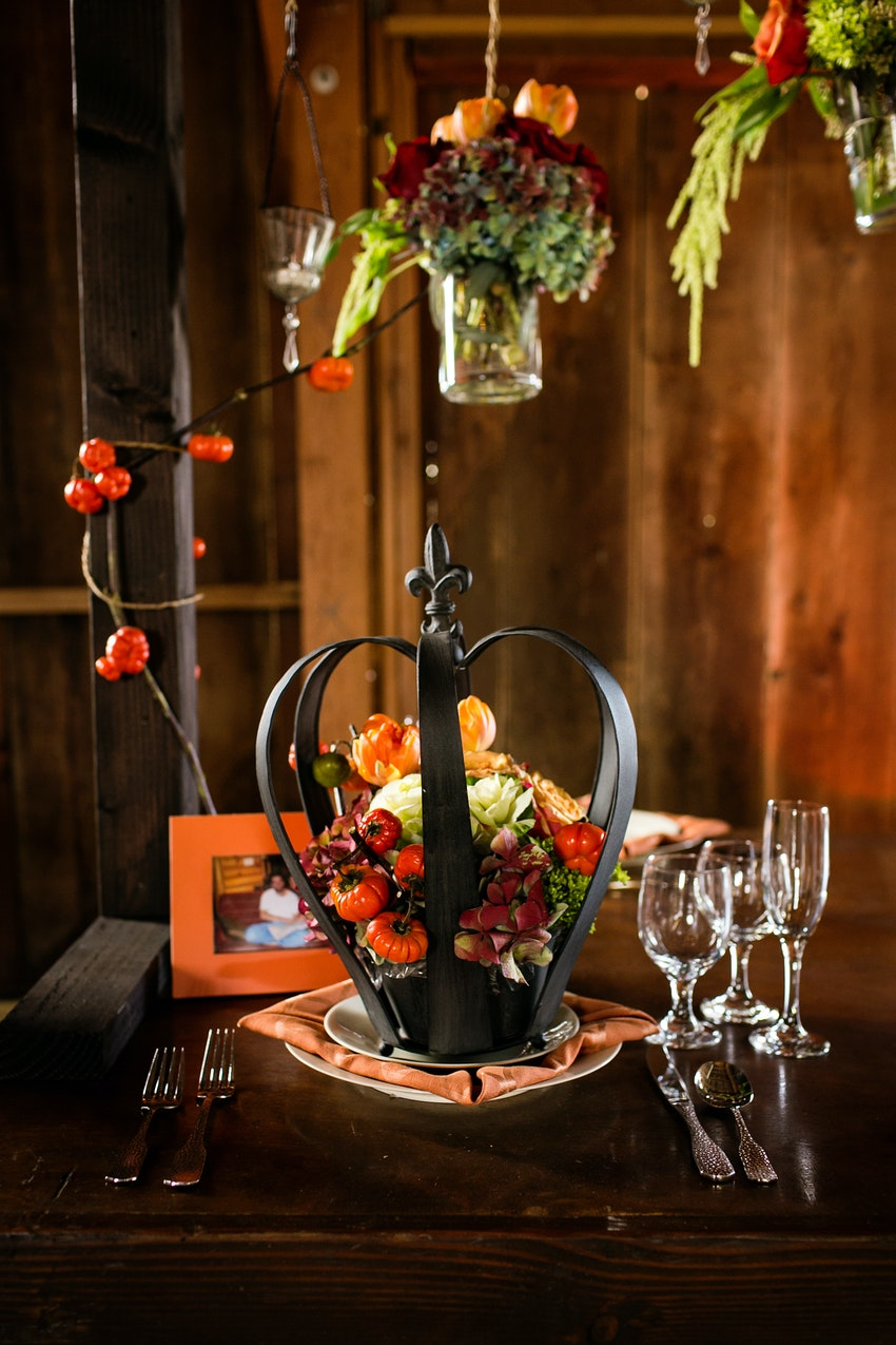 memory table setting crown and orange mini pumpkins