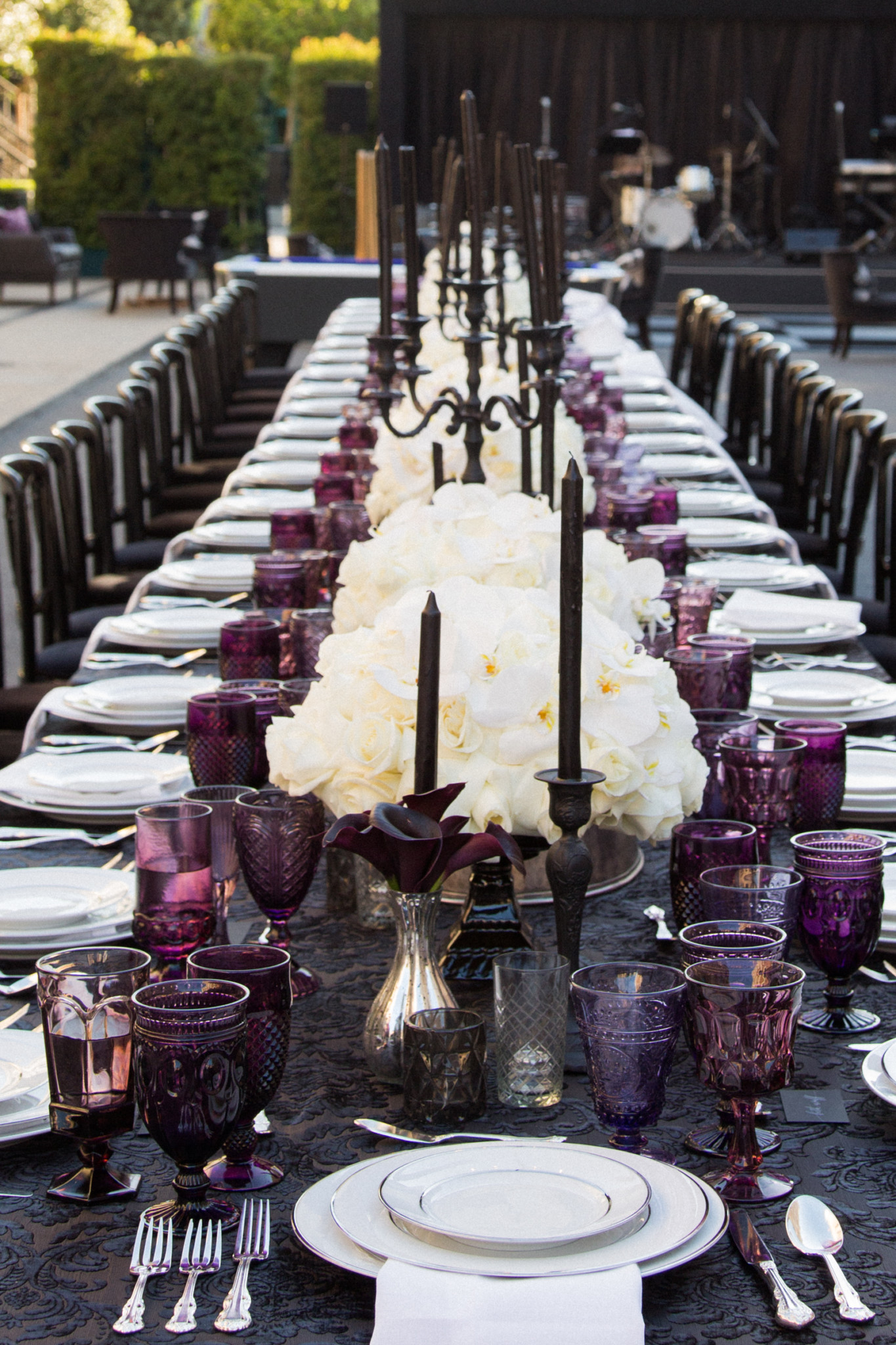 A black and purple tablesetting.