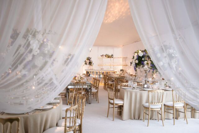 Sneak peek into a luxurious gold and white reception.
