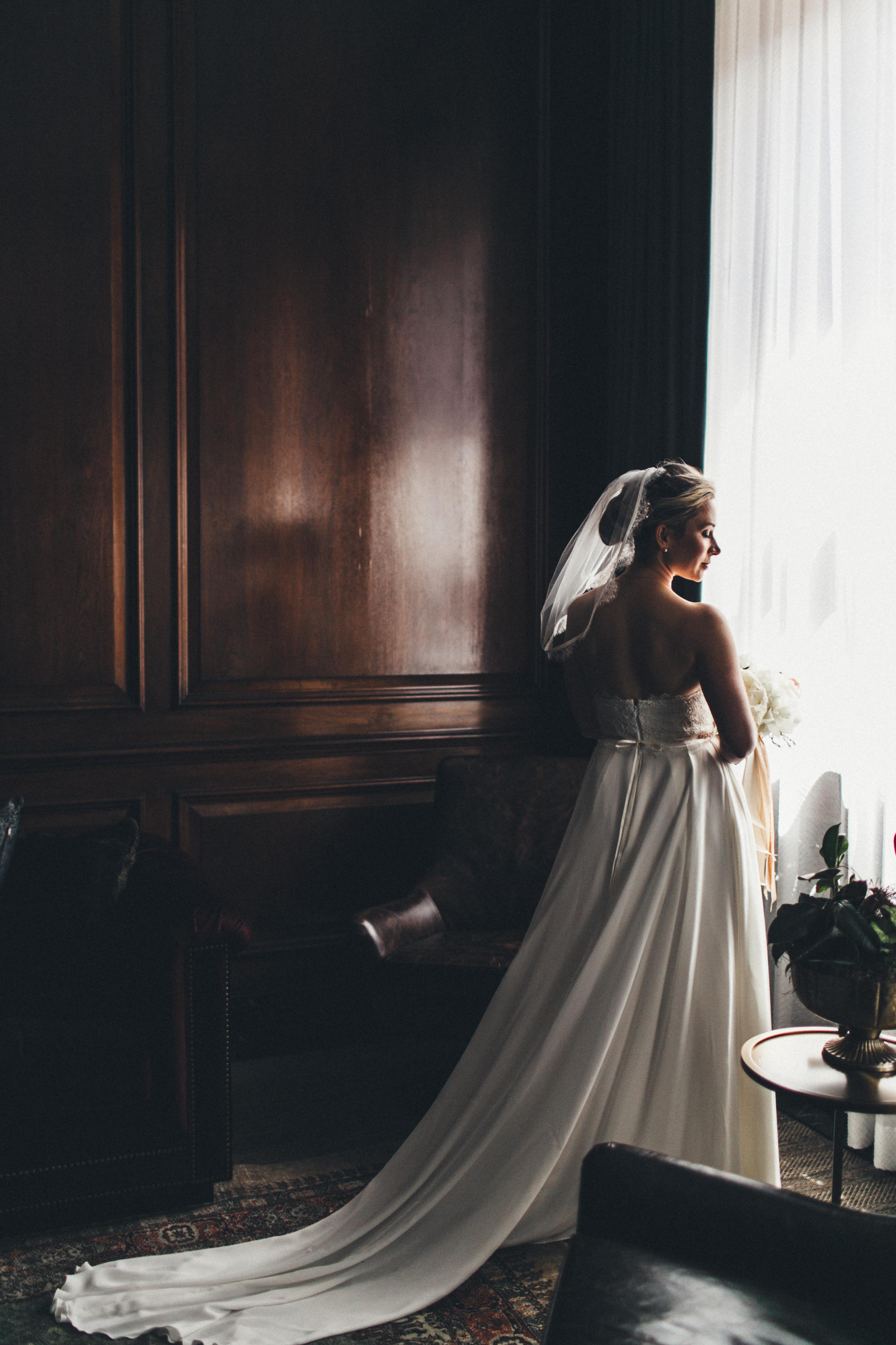 Urban Chic Detroit Wedding - Detroit Foundation Hotel