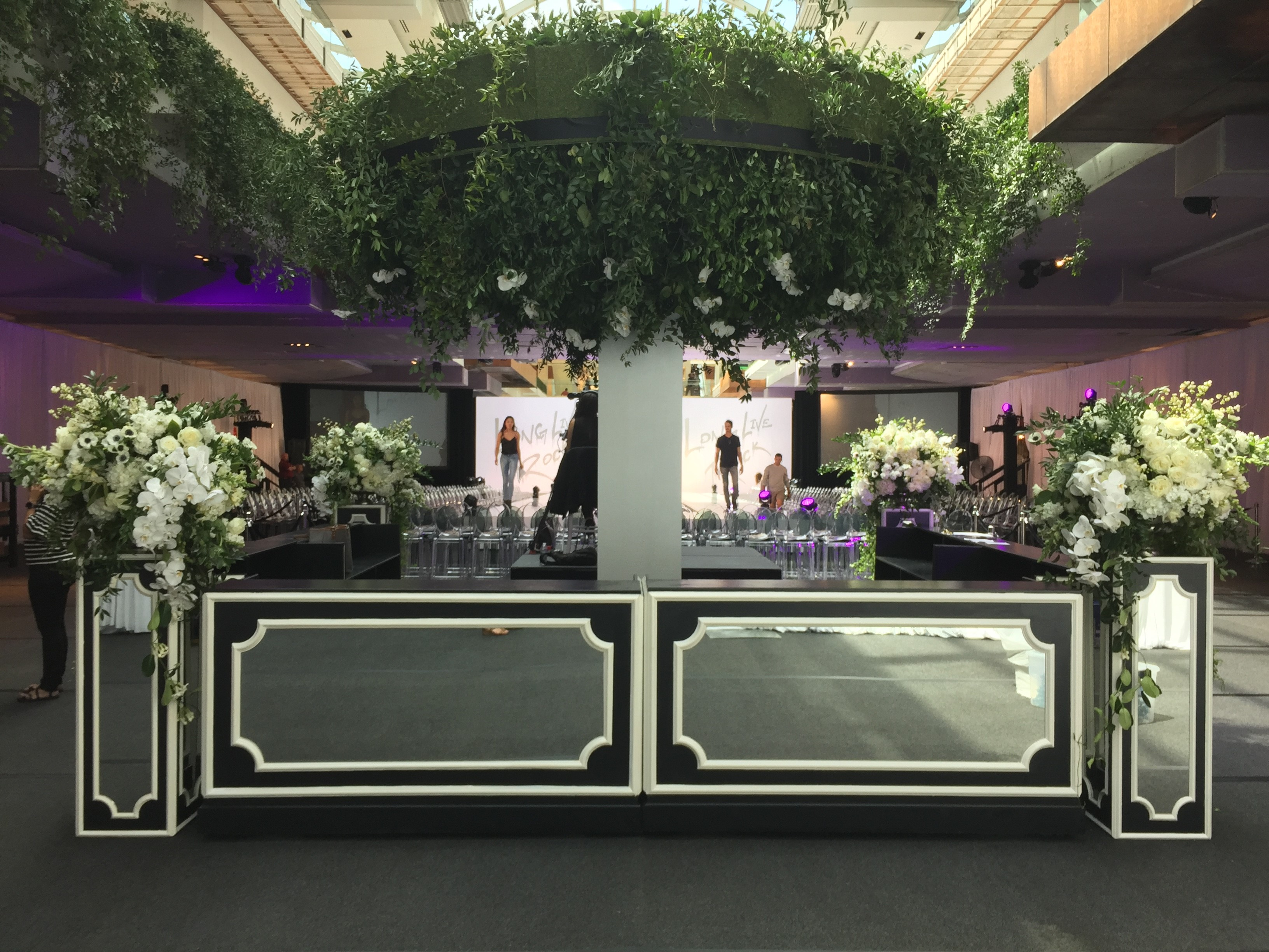 The LUXE Show (Simon Galleria) - LIVE! Event Design