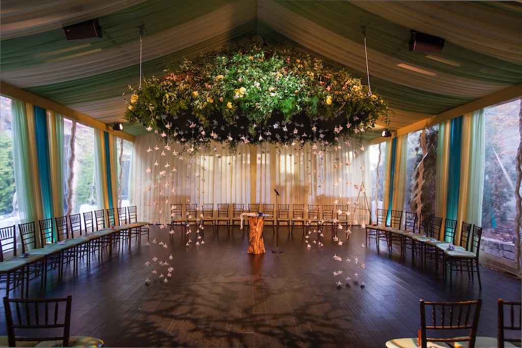 Posted by HMR Designs - A Design/Decor/Floral professional