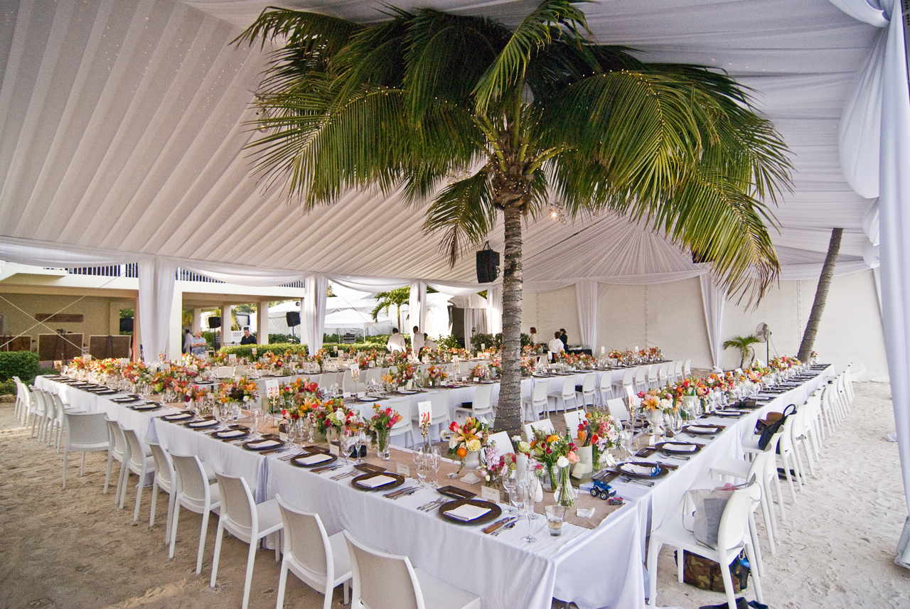 A gorgeous island reception that allows guests to fine dine while sinking their toes in the sand.