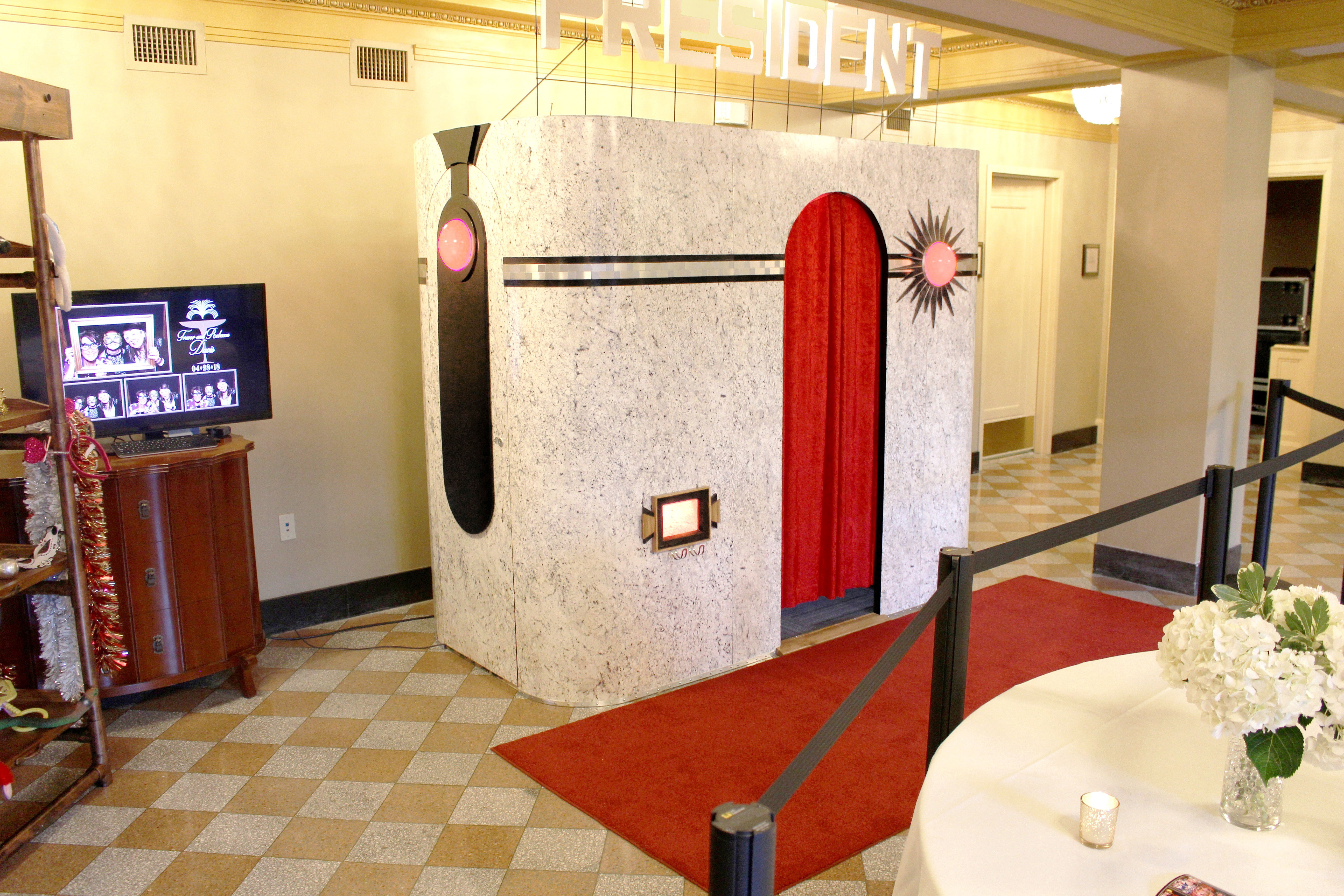 The Looking Glass Photo Booths | Art Deco/Roaring 20's