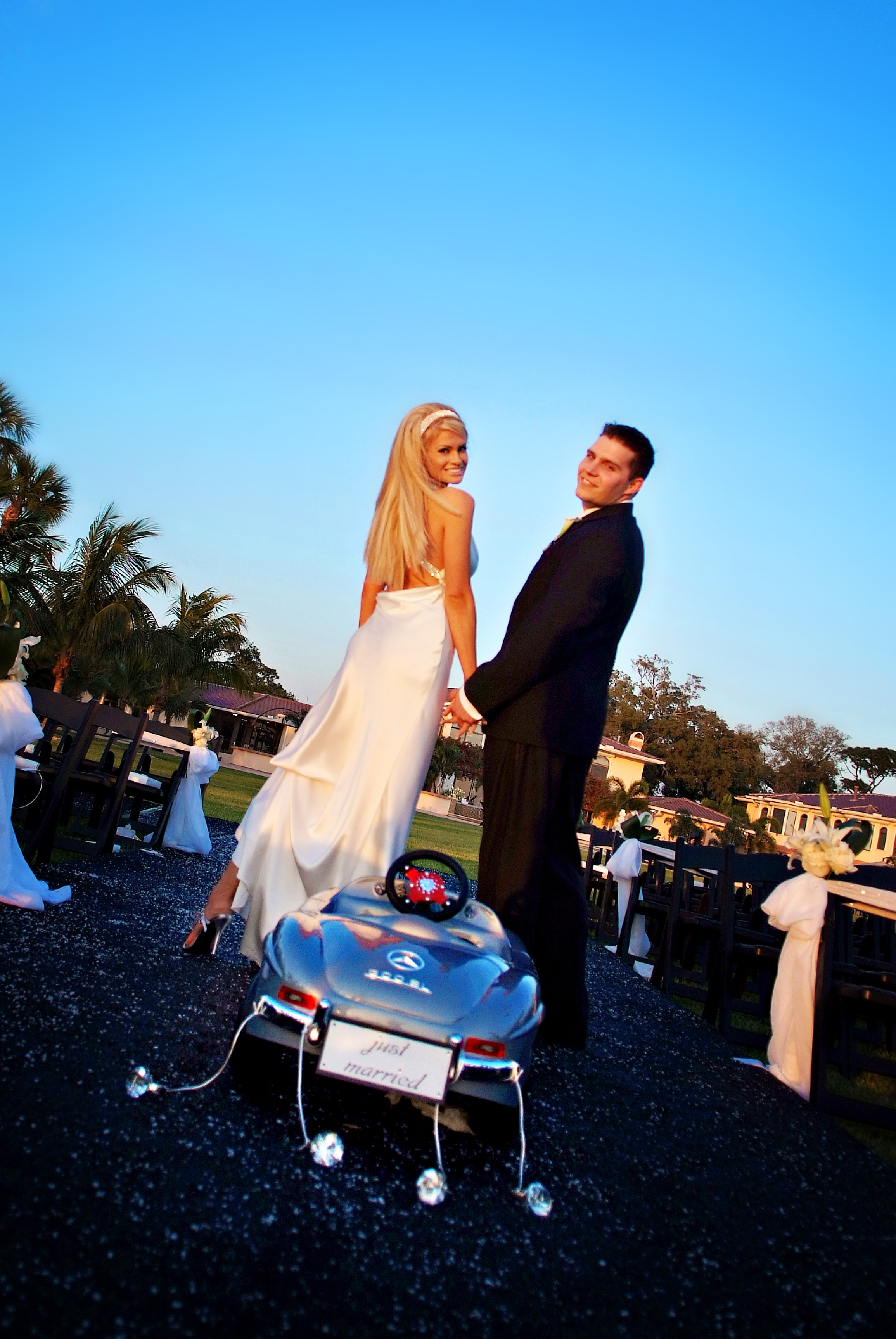 Modern White Wedding - Table 6 Productions – Florida