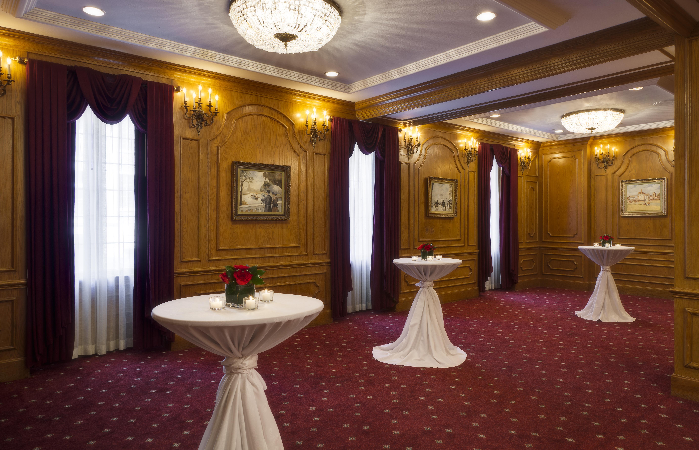 Prince of Wales - Millennium Knickerbocker Hotel