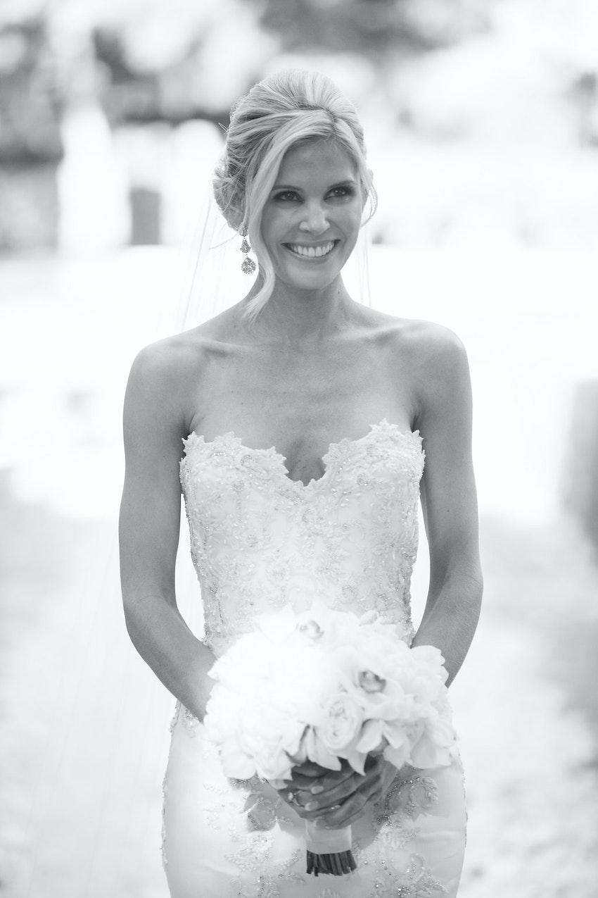 Gorgeous bride walking towards the groom