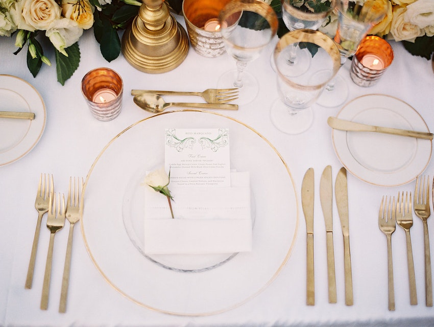 Place setting in gold