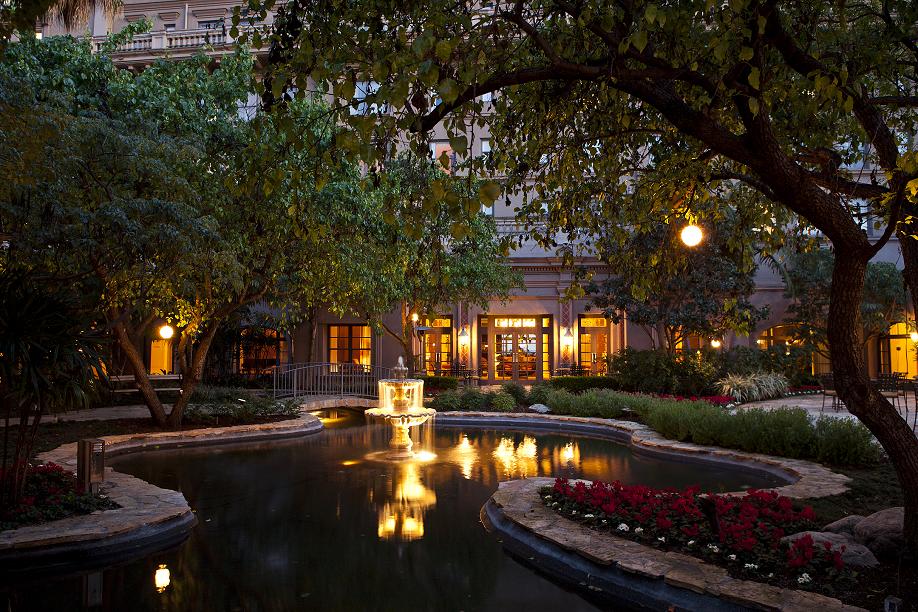 Courtyard - The Langham Huntington Hotel